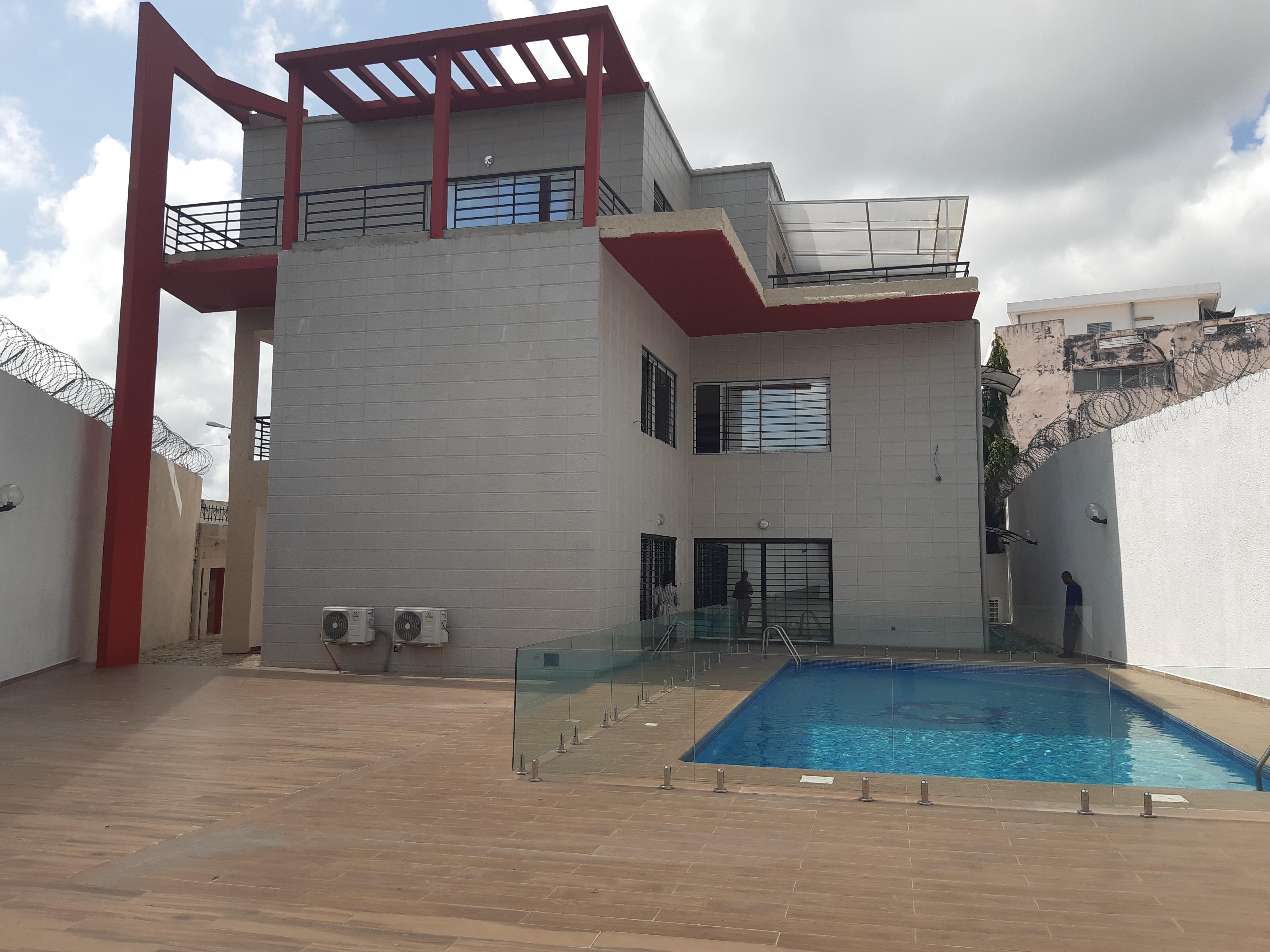 villa triple de 12 pieces en location